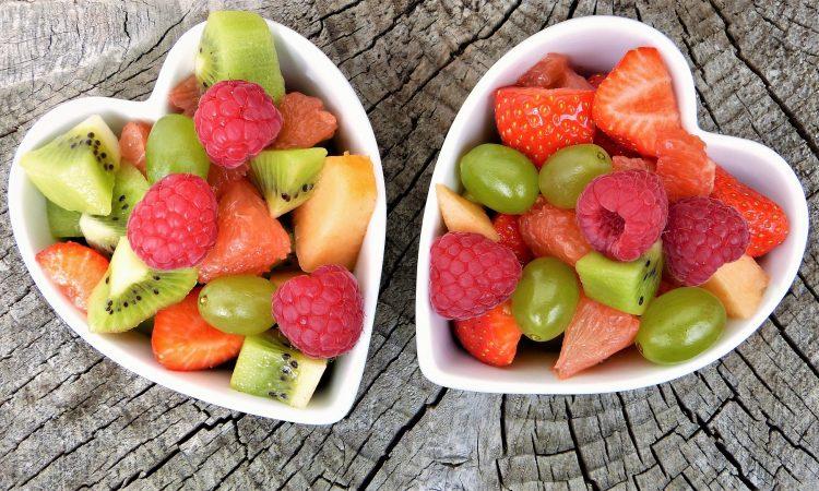Frutas em potes em formato de coração