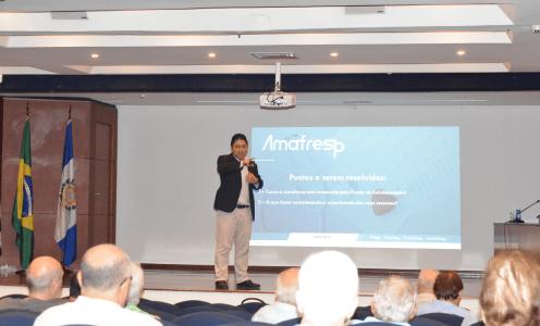 Diretor Renato Chan explica qustões do Fundo de Solidariedade na sede da Afresp
